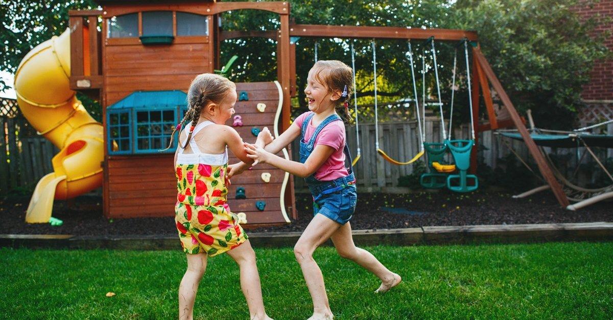 Как недорого обустроить детскую площадку на дачном участке
