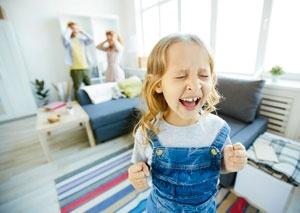 Детские капризы: как помочь себе и ребенку