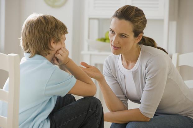 Не надо так, мама! 4 признака, что ваш сын растет тряпкой