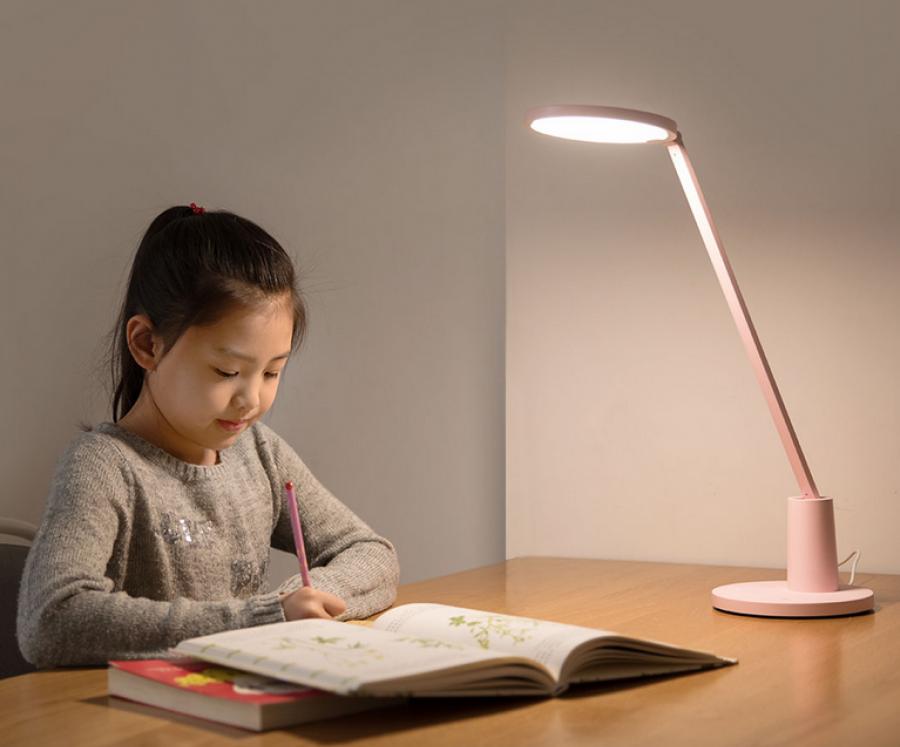 Как выбрать для школьника хорошую настольную лампу?