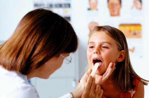 Не ест и плачет: стоматиты у детей