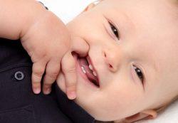 Сколько должно быть зубов у ребенка в 1 год