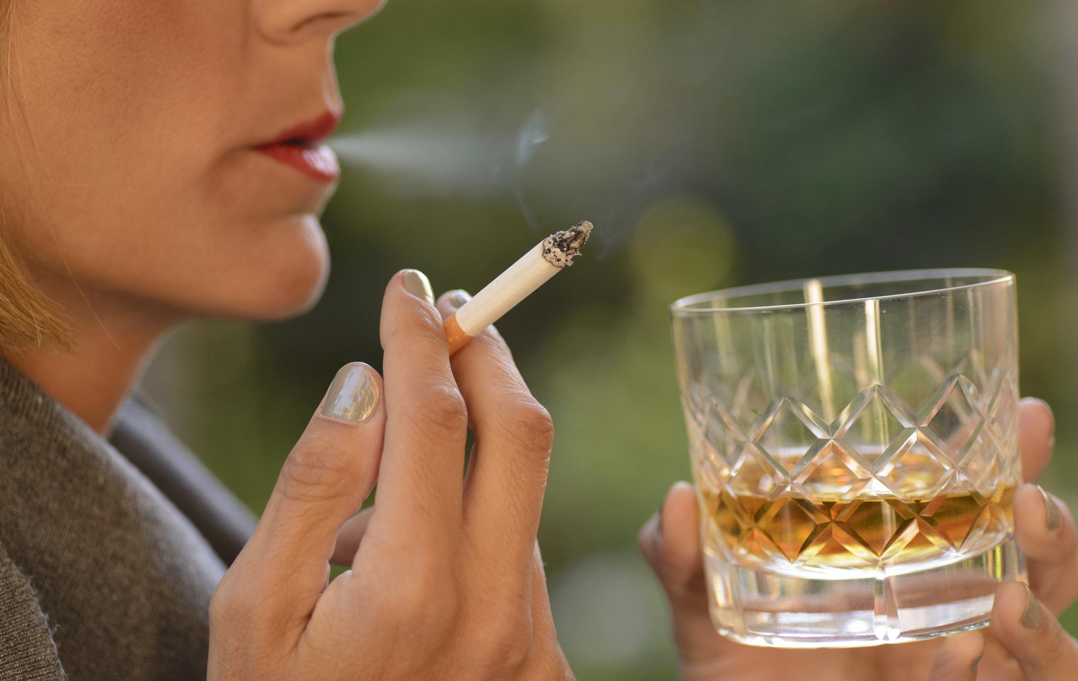 Почему алкоголь вызывает желание курить?